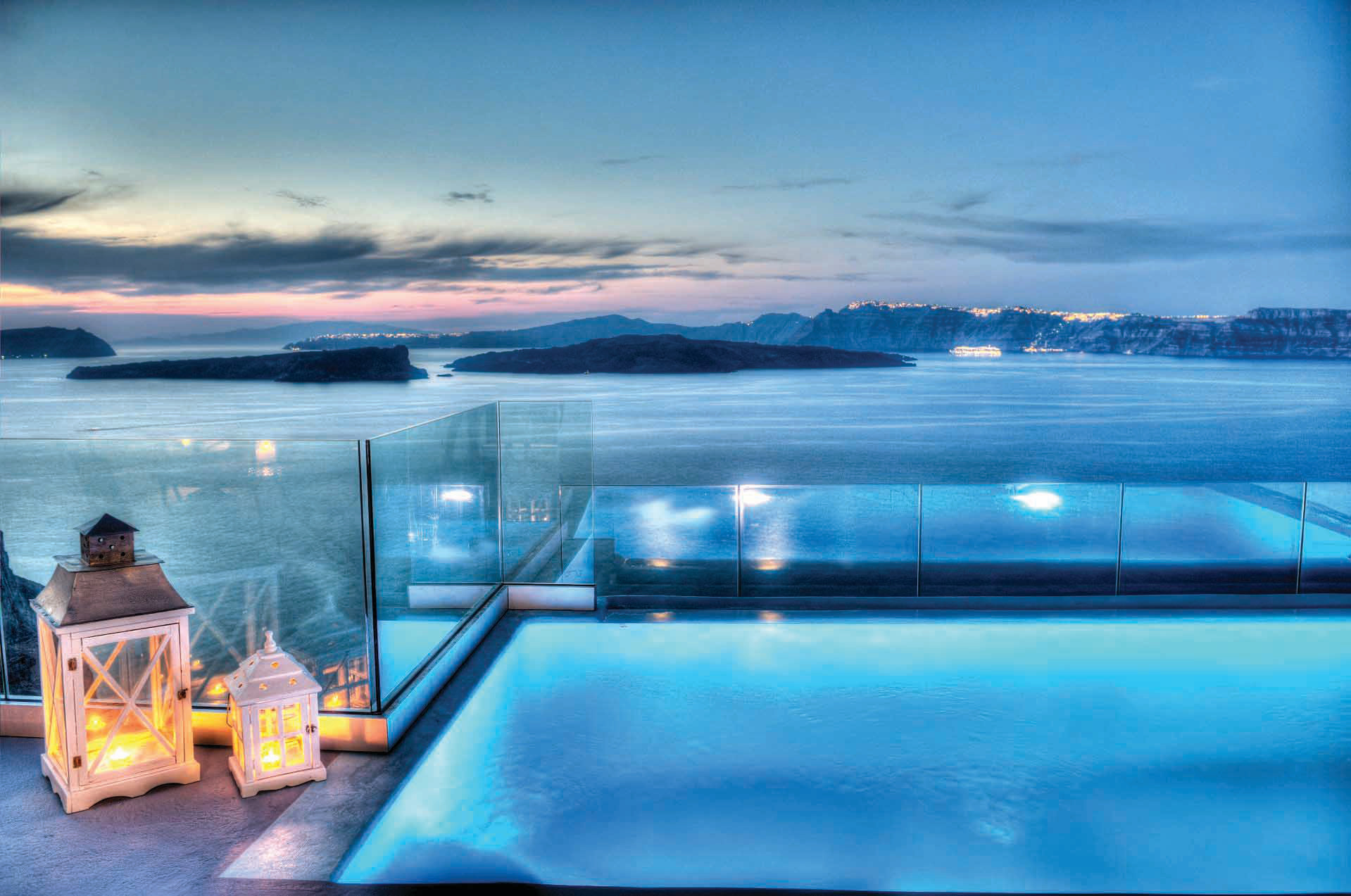 Astarte_Suite_private_infinity_pool_Santorini_A4_at_night