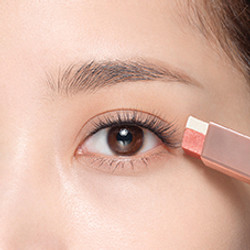 How to apply LANEIGE Two Tone Eye Shadow Bar - Step 1