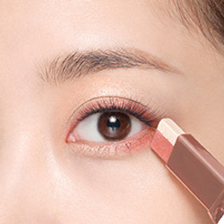 How to apply LANEIGE Two Tone Eye Shadow Bar - Step 4
