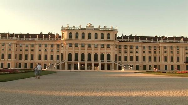 Schönbrunn Palace 003.jpg