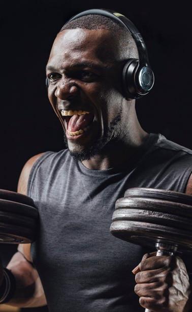 man-gym-workout-dumbbells-1109.jpg