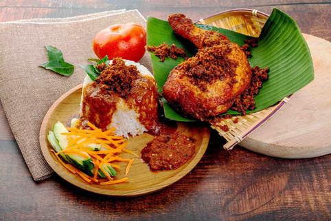 Nasi Kukus Ayam Goreng Berempah