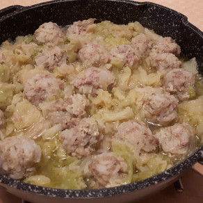 Cabbage soup with pork meatballs and rice
