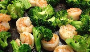 Linguine with broccoli and king prawns
