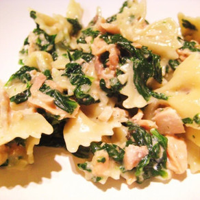 Spinach and salmon with farfalle (pasta bows)