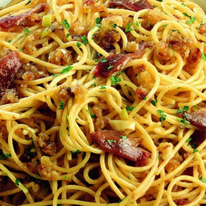 Spaghetti with anchovies and fresh tomatoes
