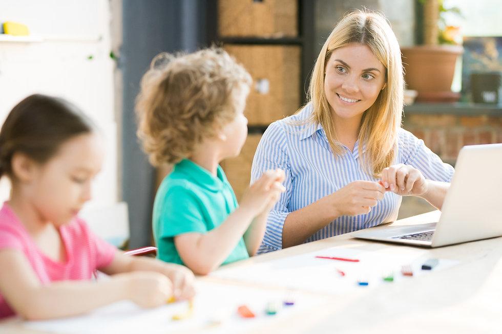 art-teacher-with-children-UCZPRN3.JPG