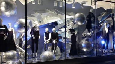 H&M - Holiday Window Display