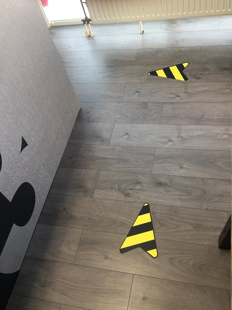floor-sticker-arrow-route-corona.jpg