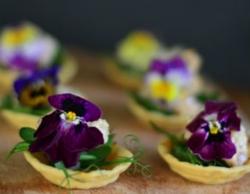 食べられるお花のタルト
