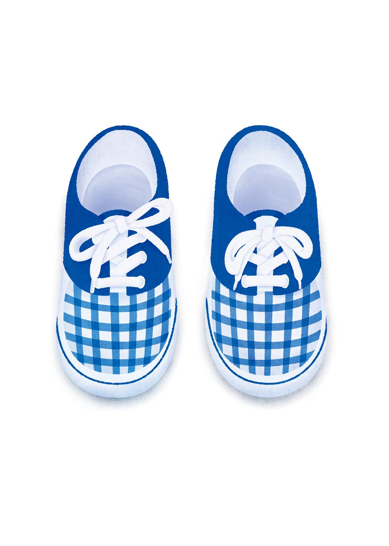 小さな紐靴