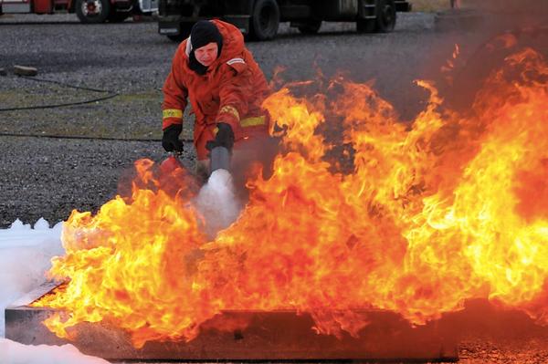 Praktik med handbrandsläckare