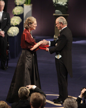 Elizabeth Helen Blackburn riceve il Premio Nobile per la medicina nel 2009
