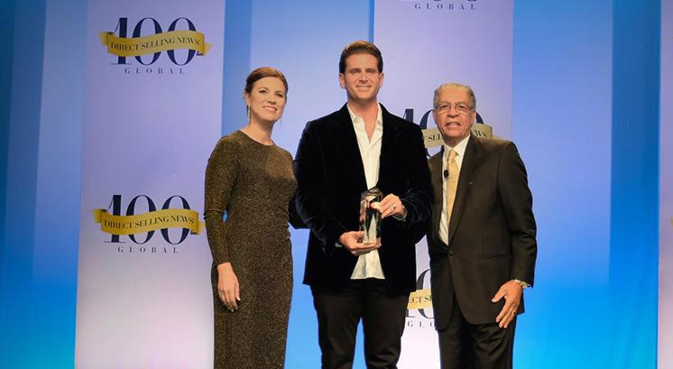 Scott Lewis - Jeunesse - riceve Bravo Growth Award 2017