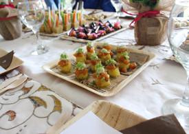 Niguiri de causa Limeña, tartar de salmón y mahonesa de cilantro.