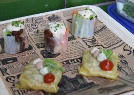 Ravioli de puerro. Niguiri vegetal con dátiles y pasas.