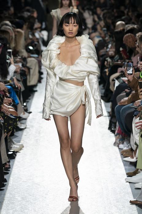 Y/PROJECT Celebrates Versatile Women At Paris Fashion Week