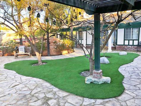 Jardines personalizados con pasto artificial