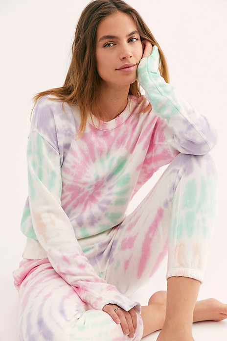 Tie-Dye Sweat-Sets To Lighten Up Your Day