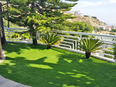 Terrazas siempre verdes con Pasto Sintético