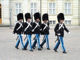 guards-875846.jpg