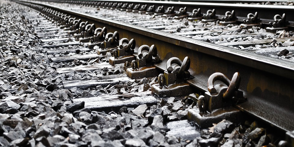 track-84517_960_720