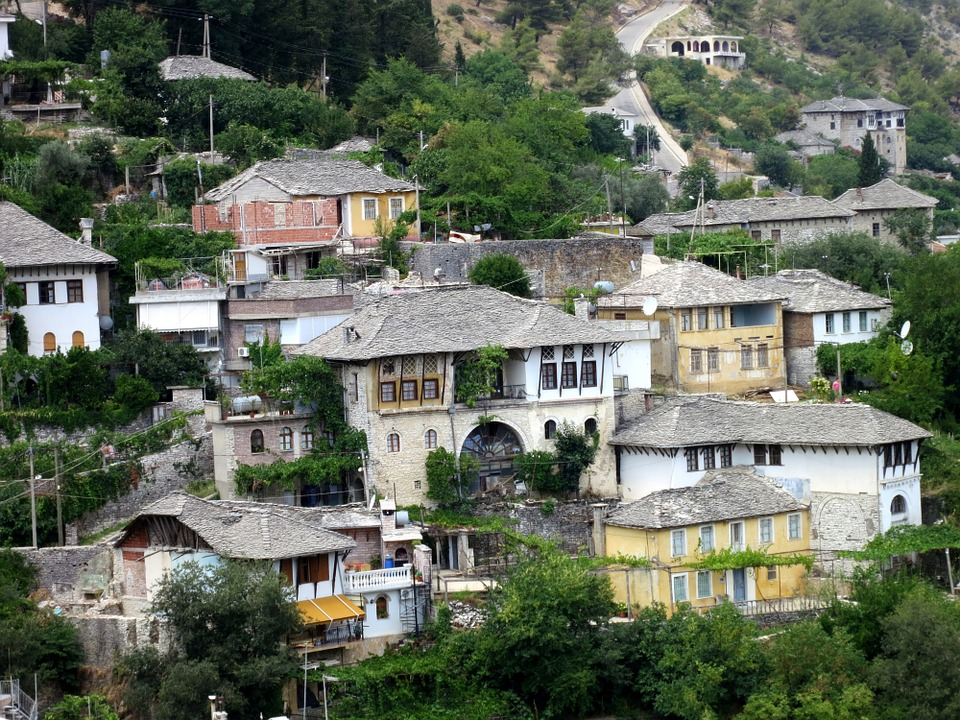 typical-albanian-houses-229362_960_720