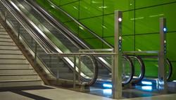 escalator-1367883_960_720_edited