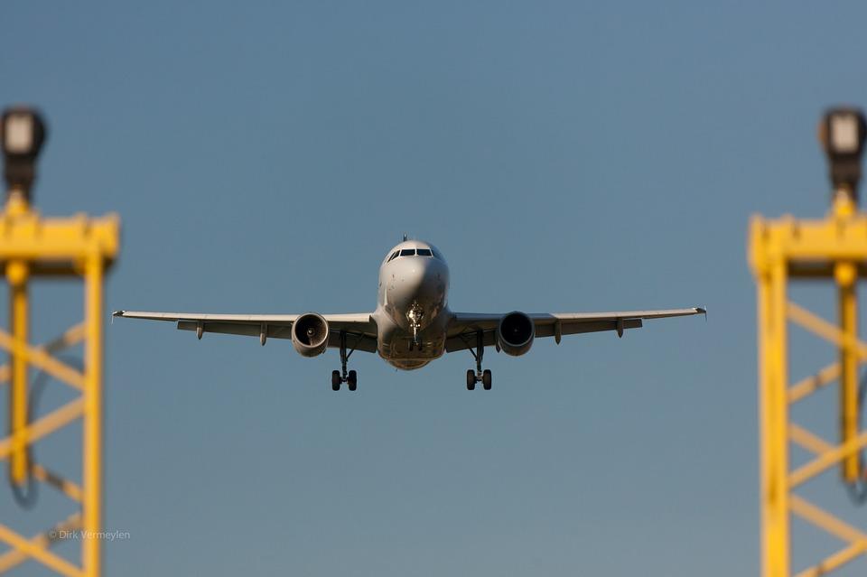 plane-330487_960_720