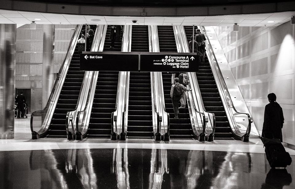 escalators-594463_960_720