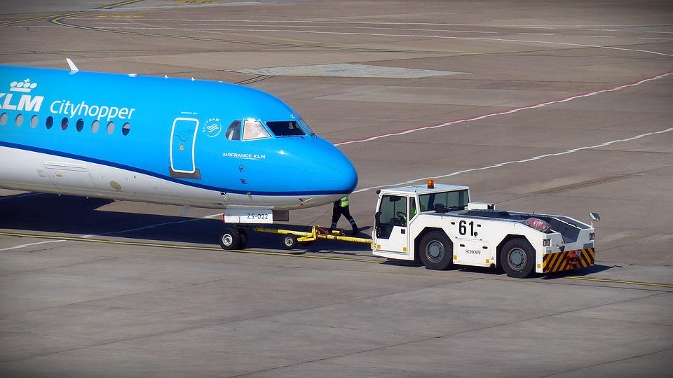 aircraft-1374713_960_720