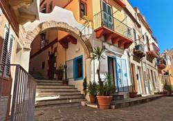 Excursion-d'une-journée-à-Carloforte-sur-l'île-San-Pietro