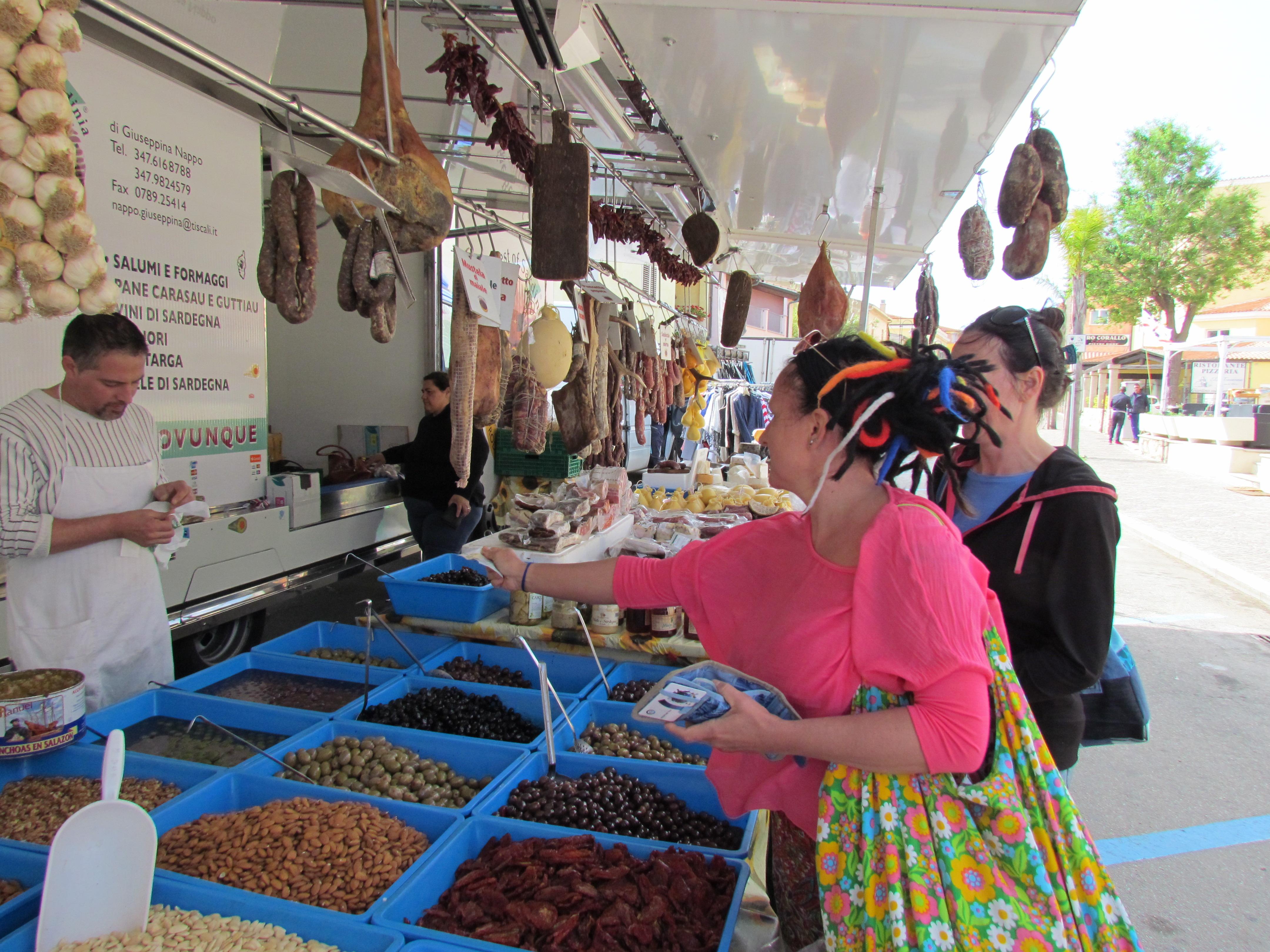 lokalny targ w Golfo Aranci