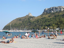 Sella_del_Diavolo_i_początek_plaży_Poetto