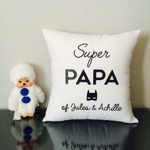 coussin super papa mon petit leon. Black Bedroom Furniture Sets. Home Design Ideas