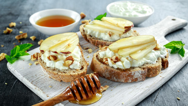 Appetizer bruschetta with pear, honey, walnuts