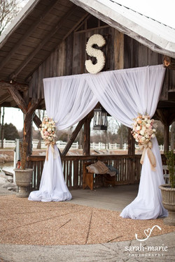 Rustic-Burlap-and-Lace-Draped-Wedding-Ce