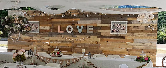 Free Standing 20' Wood Pallet Backdrop