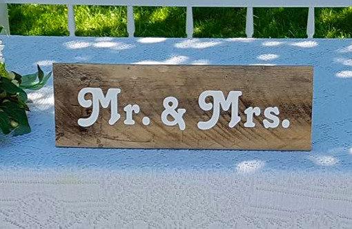 Mr. & Mrs. Pallet Sign