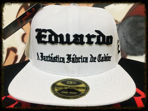 Boné Eduardo Capa branco/bordado preto