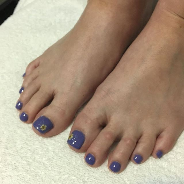 Pedicure with art