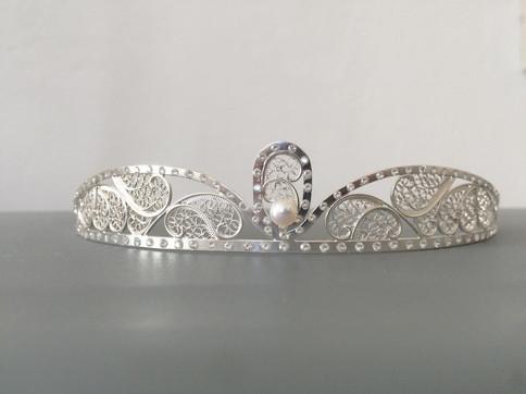 Tiara de prata filigrana com zirconias