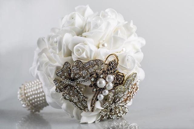 Bouquet de rosas e joias
