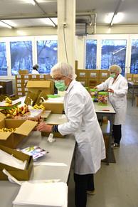 Konfektionieren ist Teamarbeit bei Oeschger Verpackungsservice AG.