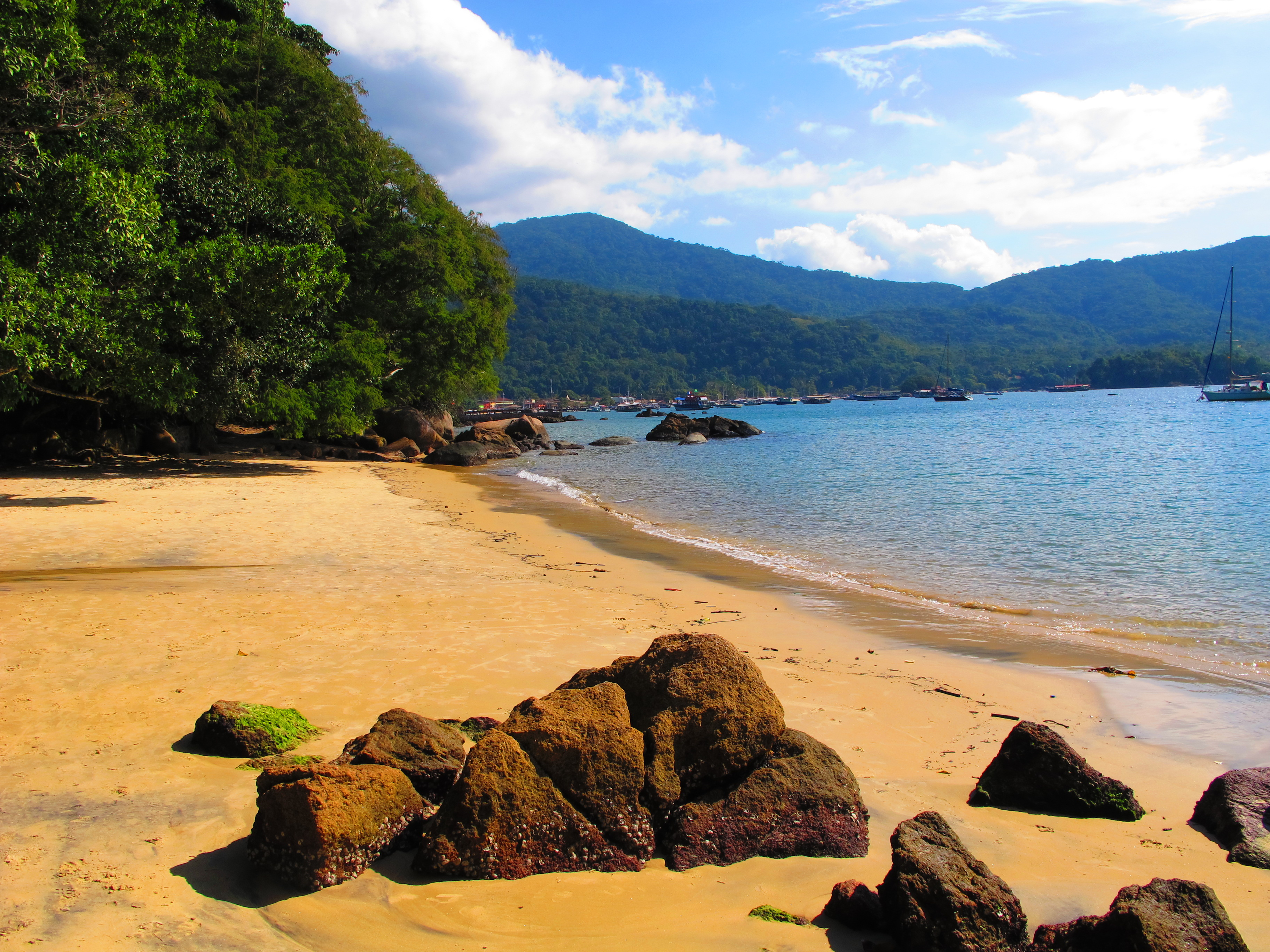 Hiking trails in Ilha grande