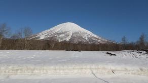 春の雪を楽しんだ羊蹄山