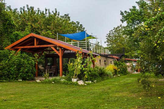 Duna-parti Vendégház Arca a kert felől