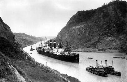 Kroonland_in_Panama_Canal,_1915.jpg