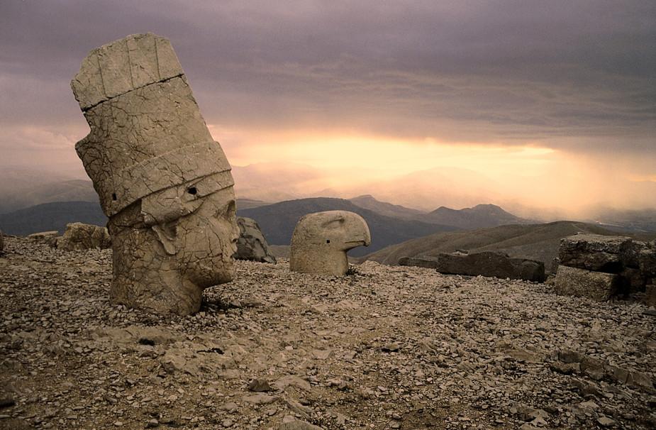 Ancient kings and kingdoms: speechless in Nimrud Dag