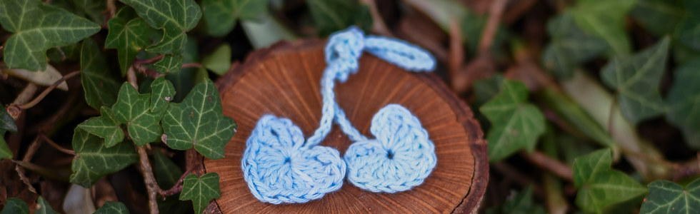 Crocheted umbilical cord tie (blue)